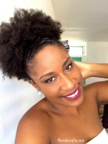 Afro puff centré